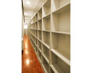 Librerías realizadas en tablero plastificado gris