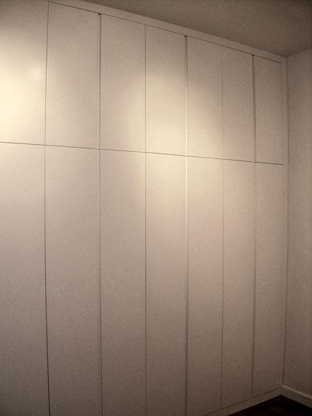 Frente de armario lacado blanco con uñero