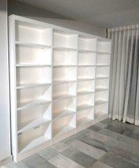 Librería lacada con baldas regulables