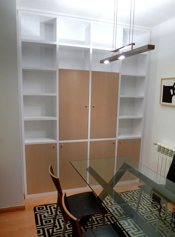 Librería armario en dos colores haya y blanco