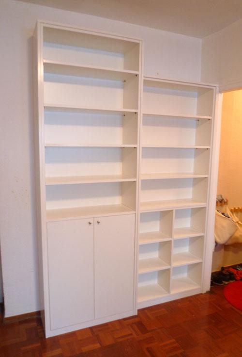 Librería con puertas blanca