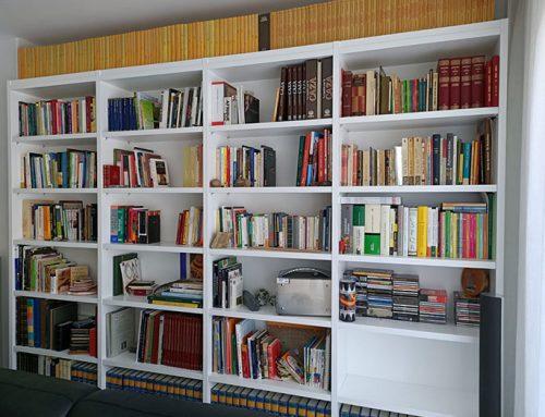 Librería blanca de pared a pared