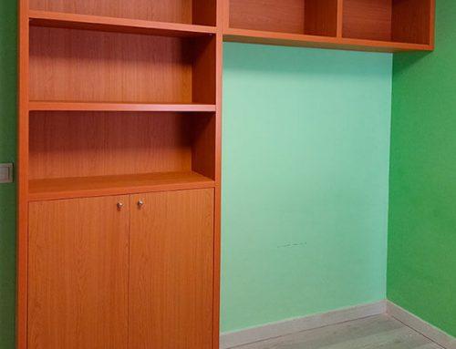 Librería con puente color cerezo