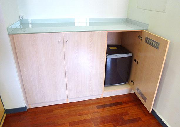 Mueble para caf en oficina de madrid for Muebles para cafeteria