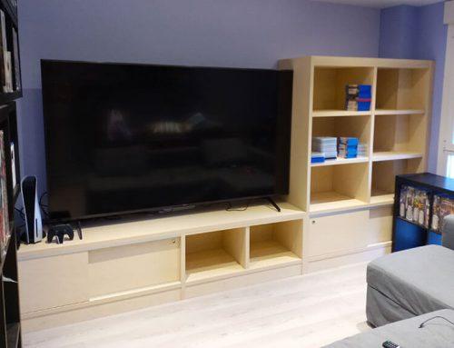 Mueble para TV con puertas correderas