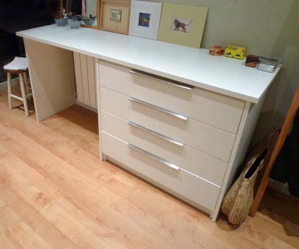 Sifonier y escritorio construido a medida en tablero de melamina de 25mm tiradores de acero - Tablero escritorio ...