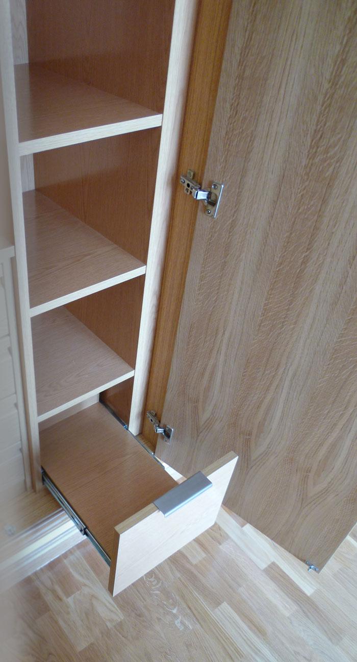 Zapatero dentro de armario